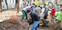 """Kita forum thomanum kann durch Einsatz von Eltern und Verein """"gemeinsam grün e.V."""" Gartenspielraum vergrößern"""